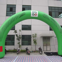 Green inflatable advertising archesGA136