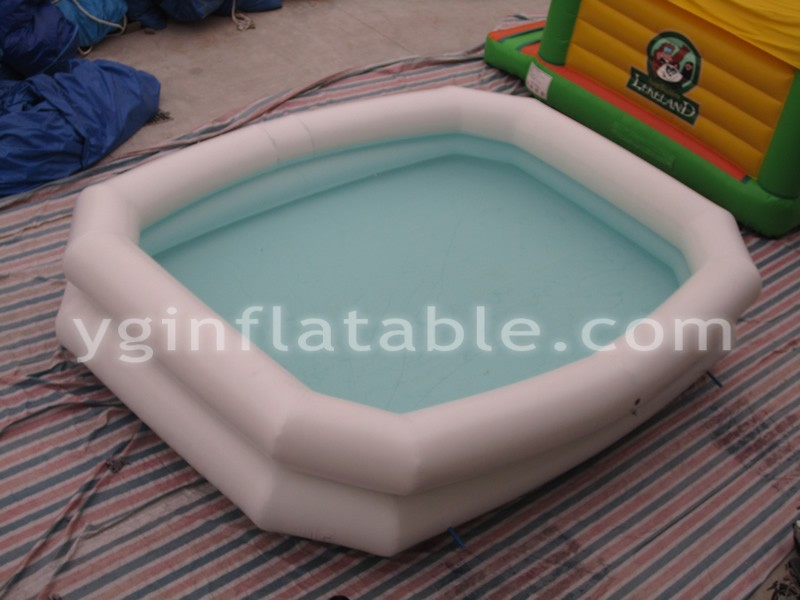 White inflatable poolGP062