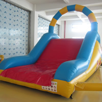 Small inflatable obstacle climbing slideGE137