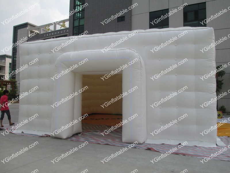 White flat-top inflatable tentGN100